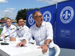 Präsentation des neuen Slogans: Darmstadts Präsident Rüdiger Fritsch (re.) mit seinem Vize Markus Pfitzner (li.) und Pressesprecher Tom Lucka (Mi.).