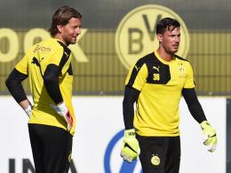 Duell um den Stammplatz: Die Dortmunder Torhüter Roman Weidenfeller (li.) und Roman Bürki.