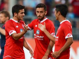 Starker Auftritt: Jairo Samperio, Yunus Malli und Yoshinori Muto (v.l.) jubeln beim 3:0-Sieg gegen Lazio Rom.