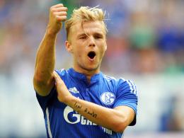 """""""Das Tor, das kann er halt"""": Schalkes Manager Horst Heldt lobt Neuzugang Johannes Geis."""