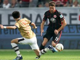 Starker Auftritt: Frankfurts Neuzugang David Abraham (re.) überzeugte gegen den FC Tokio.
