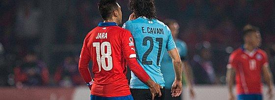 Gonzalo Jara und Edinson Cavani