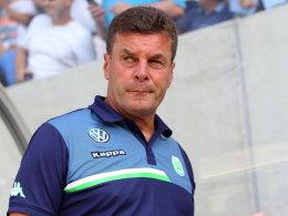 Dieter Hecking am Samstag bei Wolfsburgs Pokalspiel in Stuttgart
