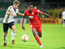 Letzter Einsatz im FCA-Dress? Augsburgs von Chelsea umworbener Abdul Rahman Baba (re.) im Pokal in Elversberg.