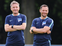 """Blicken dem Bundesligastart optimistisch entgegen: Herthas Chefcoach Pal Dardai (re.) und sein """"Co"""" Rainer Widmayer."""