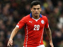 Neu unterm Bayer-Kreuz: Der chilenische Nationalspieler Charles Aranguiz unterschreibt in Leverkusen.