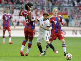 Standen gegen den HSV erst gar nicht im Kader: Bayerns Dante (#4) und Sebastian Rode (re.).