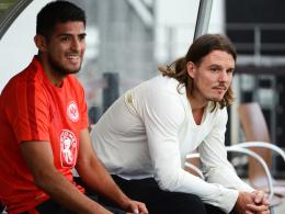 """Es geht ihm ganz gut"": Frankfurts Stürmer Alex Meier steht vor dem Comeback. Links Carlos Zambrano."