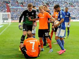 Kritisiert Darmstadt: Schalke-Keeper Ralf Fährmann (li.).