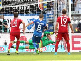 Pfosten! Eugen Polanski vergab vom Elfmeterpunkt gegen Bayern die Chance zur Führung.