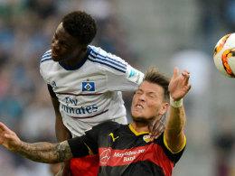 Gideon Jung (oben) gegen VfB-Torjäger Daniel Ginczek