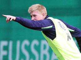 Da geht's lang: Kevin De Bruyne verlässt Wolfsburg.