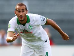 """""""Alex wird sich reinbeißen"""", prophezeit Sportdirektor Rouven Schröder Bremens Verteidiger Alejandro Galvez."""