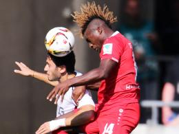 """Ein völlig anderer Spieler"": Hannovers Allan Saint-Maximin, hier rechts gegen Leverkusens Calhanoglu."