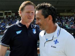 Hoffenheim-Coach Markus Gisdol (li.) und Darmstadts Trainer Dirk Schuster.