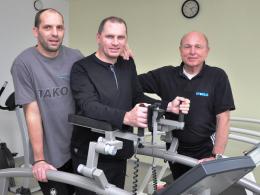 Dietmar Roth (Mitte) mit Ex-Mitspieler Ralf Weber (li.) und Reinhard Gebel (re.), vom Rehazentrum Sporeg.