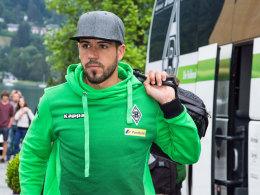 Will bald auch wieder vor dem Stadion aus dem Bus steigen: Gladbachers verletzter Alvaro Dominguez.