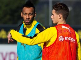 Schnelle Integration: Dortmunds Neuzugang Adnan Januzaj (re.) im Gespräch mit Pierre-Emerick Aubameyang.