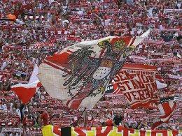 Drei Kölner Fans stehen unter Verdacht, einen Gladbacher Fanbus abgedrängt zu haben.