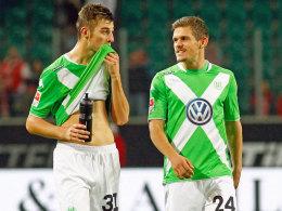 Müssen sich in Wolfsburg momentan mit der Reservistenrolle abfinden: Robin Knoche (li.) und Sebastian Jung.