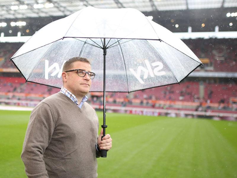 Steht im wahrsten Sinne des Wortes derzeit im Regen: Max Eberl und seine Borussia taumeln von einer Pleite in die nächste.