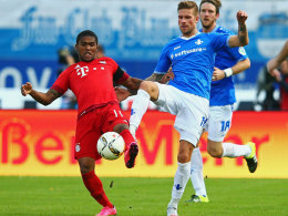 Darmstadts Tobias Kempe, hier gegen den Münchner Douglas Costa.