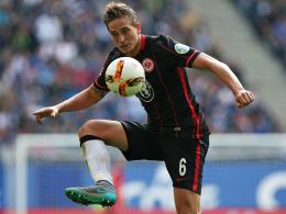 Musste das Training abbrechen: Frankfurts Linksverteidiger Bastian Oczipka.