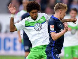 Wolfsburgs Dante (li.)