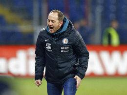 Ließ seinen Gefühlen nach dem HSV-Spiel freien Lauf: Löwen-Coach Torsten Lieberknecht.