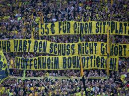 BVB-Fans mit Banner