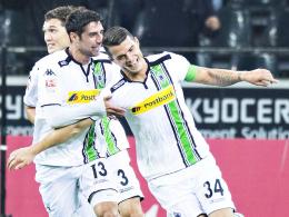 Perfekter Einstand: Gladbachs Granit Xhaka (re.) lief erstmals als Kapitän auf, erzielte ein Tor und führte den VfL zum Sieg.
