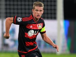 """Aus der Abteilung """"Hier kommst du nicht durch"""": Leverkusens Kapitän Lars Bender."""
