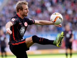 Musste das Training abbrechen: Frankfurts Offensivspieler Stefan Aigner.