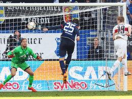 Schlusspunkt: Stuttgarts Werner (re.) gleicht spät zum 2:2 gegen die TSG aus.