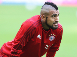 Wie reagiert das Knie auf neuerliche Belastung? Bayerns chilenischer Nationalspieler Arturo Vidal.