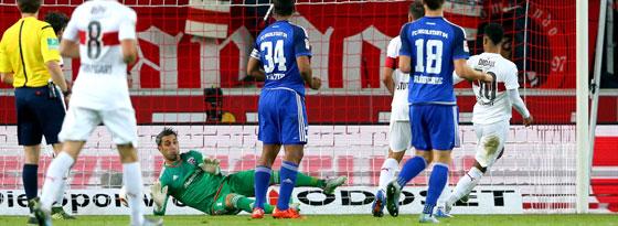 Didavi streichelt den Ball aus dem Abseits ins Ingolstädter Tor.