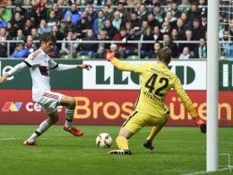 Müller lässt Wiedwald keine Chance.