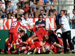 Der Jubel war groß: André Breitenreiter (r.) bezwang mit dem TSV Havelse den 1. FC Nürnberg im Pokal.