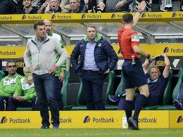 Ungläubig: Dieter Hecking (links) fühlte sich zu Unrecht bestraft.