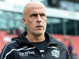 Nimmt sein Team in Schutz: Hannovers Trainer Michael Frontzeck.