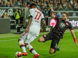 Frankfurts Marc Stendera, hier gegen Münchens David Alaba.