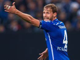 Zwangspause: Schalkes Kapitän Benedikt Höwedes wurde nach Handbruch operiert.