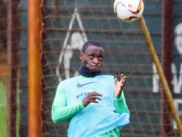 Am Freitag im Training, am Sonntag im Kader: Werder-Stürmer Anthony Ujah.