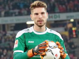 Enttäuscht über die Niederlage gegen Berlin: Ron-Robert Zieler.