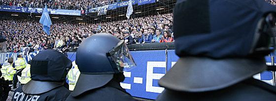 Das HSV-Spiel gegen den BVB in Hamburg soll am Freitagabend stattfinden.