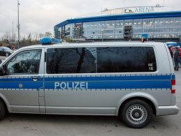 Musste vor dem Topspiel aktiv werden: Die Polizei in Gelsenkirchen meldete mehrere Festnahmen.
