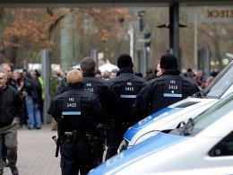 Unruhiges Wochenende: Die Polizei hatte zahlreiche Einsätze rund um die Fußballspiele.