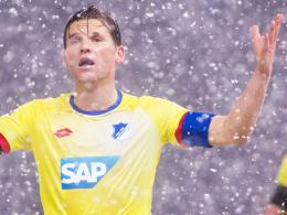 Fassungslos: Hoffenheims Kapitän Eugen Polanski im Schneetreiben von Berlin.