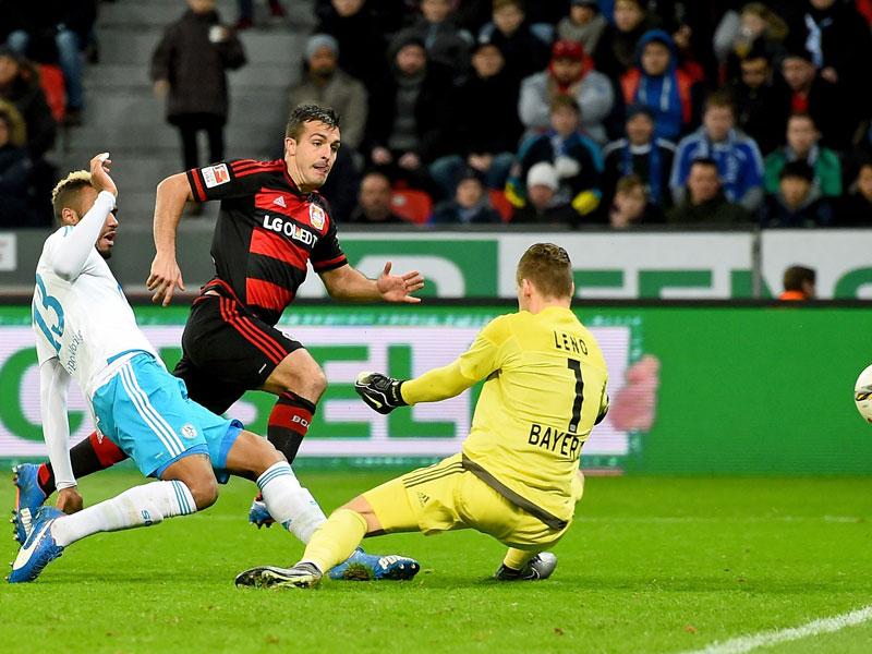 Schalkes Choupo-Moting erzielt das 1:0 für königsblau.