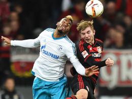 Nimmt kein Blatt vor dem Mund: Leverkusens Weltmeister Christoph Kramer, hier rechts gegen Schalkes Choupo-Moting.